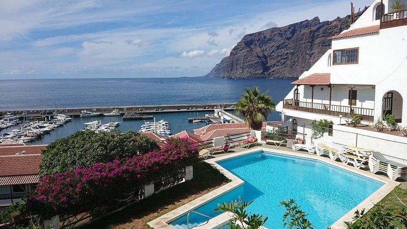 Apartment mit Sonnenterrasse und Panorama - Meerblick, 5 Min. von Hafen + Strand, aluguéis de temporada em Los Gigantes