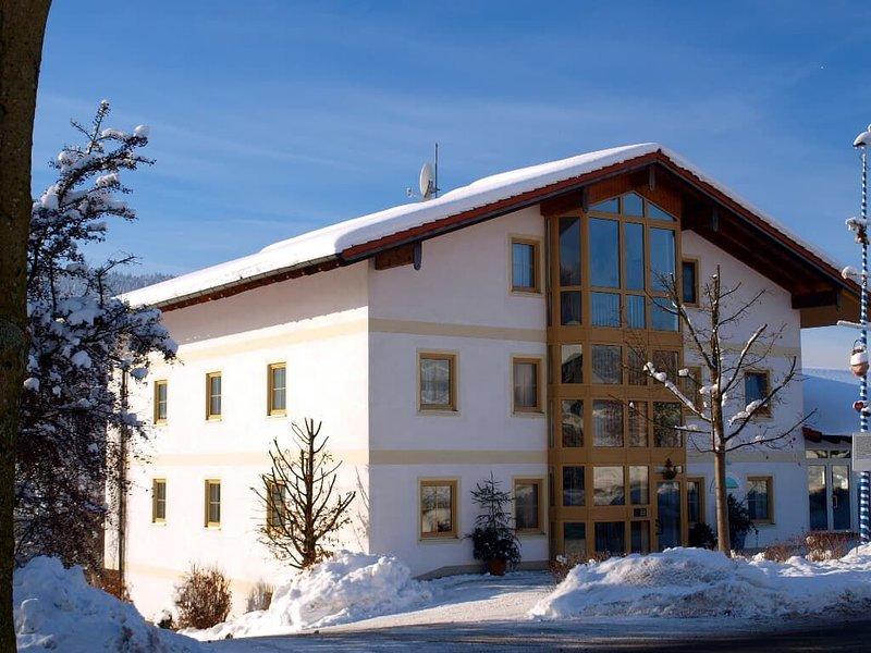 Gemütliches 2-Zimmer-Appartement mit Südbalkon für bis zu 4 Personen, holiday rental in Klatovy
