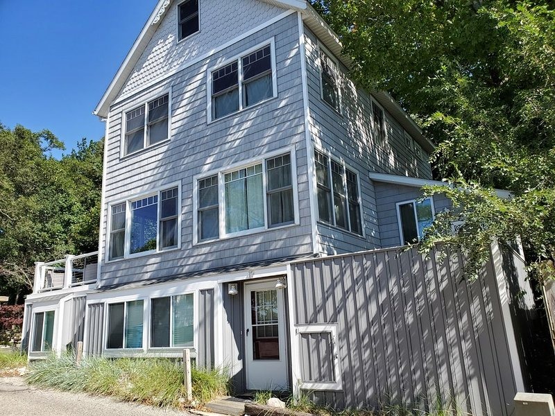 Great Location, Steps from Beach and Boardwalk, holiday rental in Grand Haven