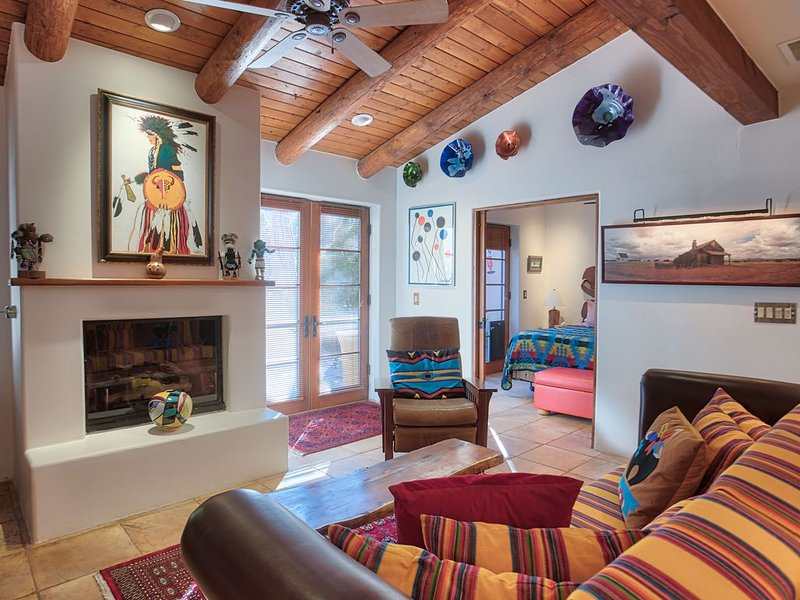 Luxuriously Appointed Condominium by Convention Center, holiday rental in Santa Fe