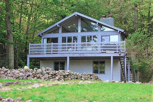 BAR91B - Cozy Vacation Rental Overlooking Lake Winni, holiday rental in Alton Bay