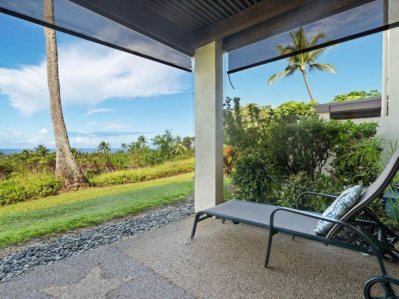 2 BEDROOM, 2 BATH ON THE GOLF COURSE WITH OCEAN VIEWS!, vacation rental in Keauhou