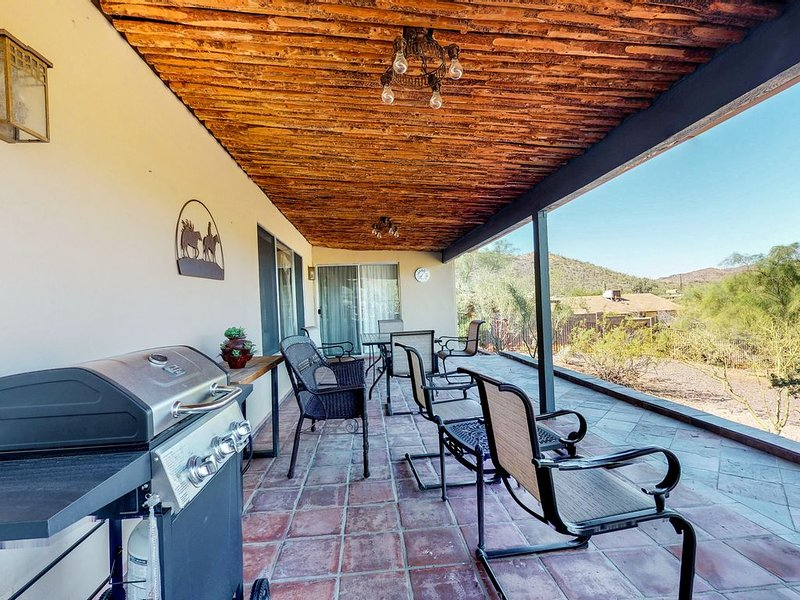 Dog-friendly, Cave Creek home w/ covered patio, mountain views, close to town!, vacation rental in Cave Creek