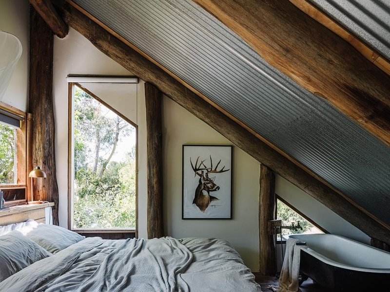 Otways Loft: 3 Storey Log Cabin, Part Tree House Part Train House, holiday rental in Colac