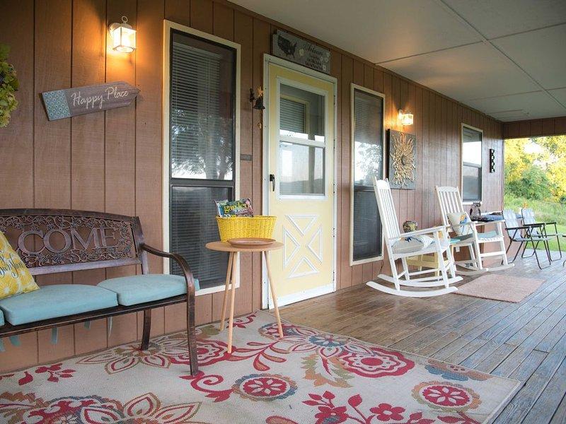 Hill Song Cottage, Clean and Roomy, 3 BR/2BA, nestled in Arkansas Ozarks., location de vacances à Huntsville