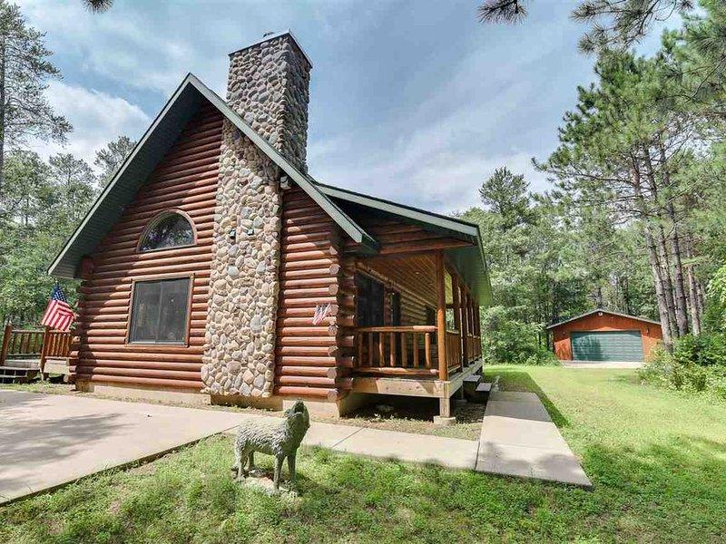 Northwoods Retreat Log Cabin In The Woods, Ferienwohnung in Necedah