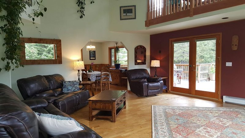 Peaceful, Spacious 3 Bedroom, Plus Bonus Room, Perfect for Large Families/Groups, vacation rental in Seward
