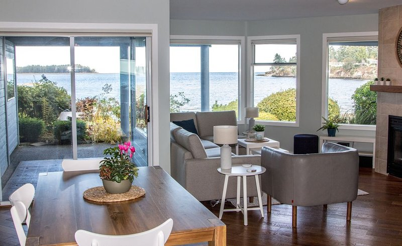 Oceanfront with Stunning Sunsets, holiday rental in Nanoose Bay