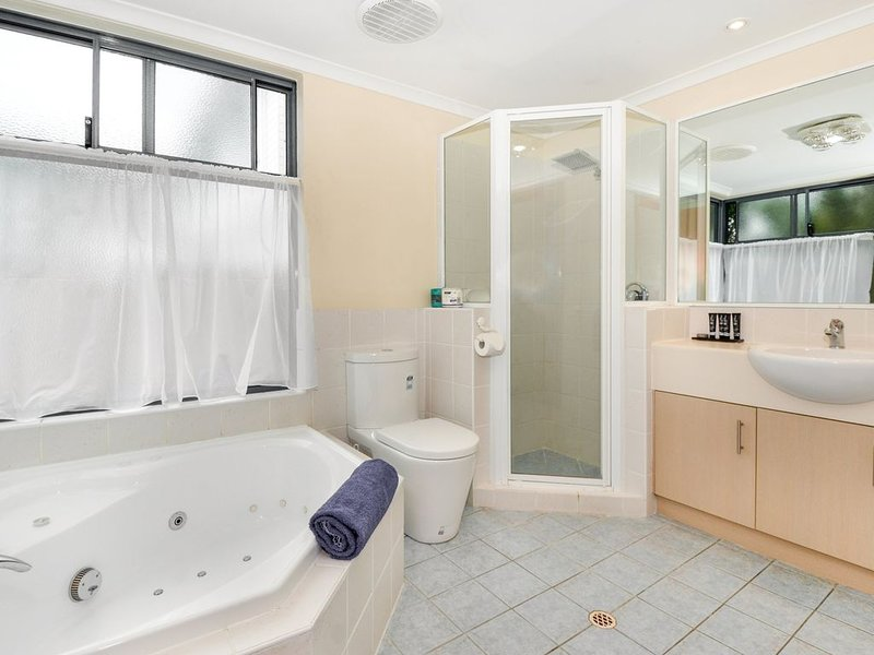 Spa Suites - 1 night, vacation rental in Albany