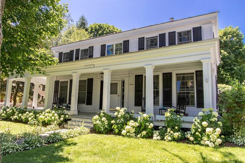 This house is a 4 bedroom(s), 2.5 bathrooms, located in Manchester, VT., holiday rental in Arlington