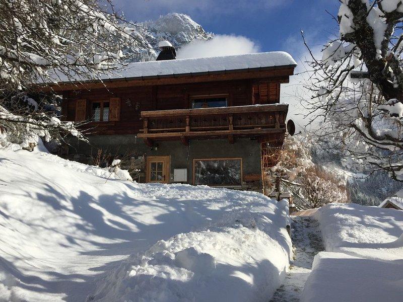 Chalet d'un Guide de haute montagne en vallée de Chamonix., casa vacanza a Chamonix