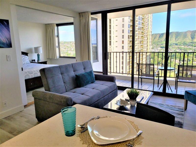 Free Cancellations thru 2021! Deluxe Waikiki Banyan| Free Parking! 1 Block Beach, alquiler de vacaciones en Kahala