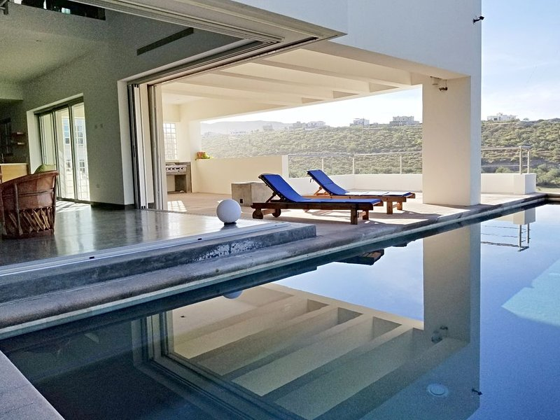 Modern, Quiet, Centrally Located 3 Bdrm View Home In La Paz, vacation rental in La Paz