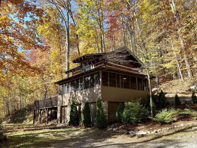 Beautiful and Secluded Private Mountain Retreat close to Asheville, casa vacanza a Fairview