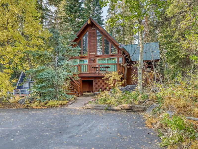 Beautiful Dog-Friendly Home w/ Gorgeous Mountain Views & a Private BBQ, alquiler de vacaciones en Soda Springs