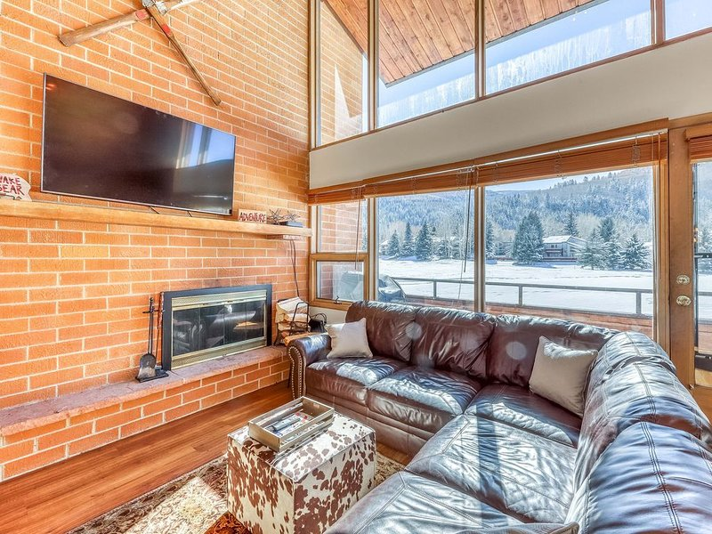 Modern mountain townhome w/mountain views & grill - close to golf & lake!, vacation rental in Eagle-Vail