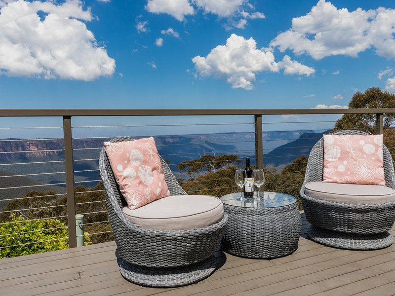 Breathtaking Escarpment Views Echo Point, holiday rental in Blue Mountains