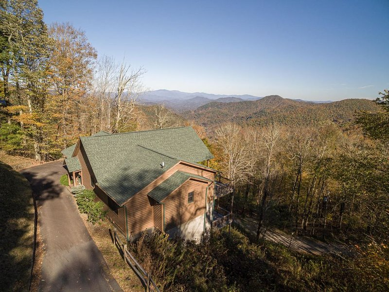 Mountaintop Cabin, Clean and Safe, Asheville Area, 4,500 elevation, Big Views, holiday rental in Flag Pond