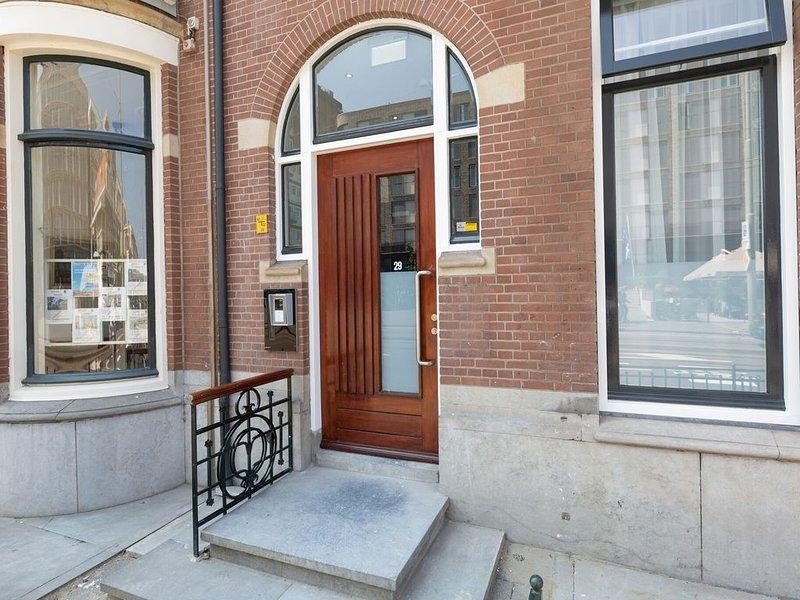 Chic Holiday Home in Scheveningen with Garden, vacation rental in Scheveningen