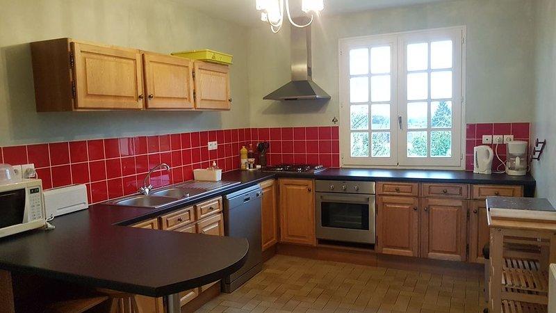 Appartement meublé dans maison individuelle tout confort avec jardin arboré, holiday rental in Madre