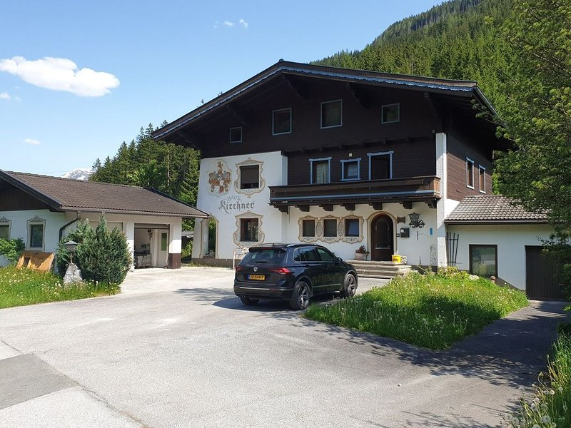 Pleasant Holiday Home in Wald im Pinzgau with Terrace, aluguéis de temporada em Wald im Pinzgau