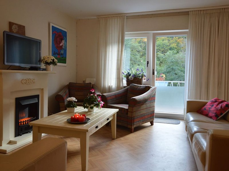 Comfy Holiday Home in Veldenz with Parking, location de vacances à Bernkastel-Kues