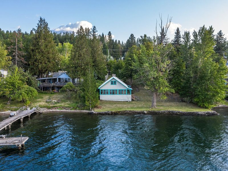 Lakefront home on Lake Pend Oreille w/full kitchen & large fenced yard!, vacation rental in Sagle