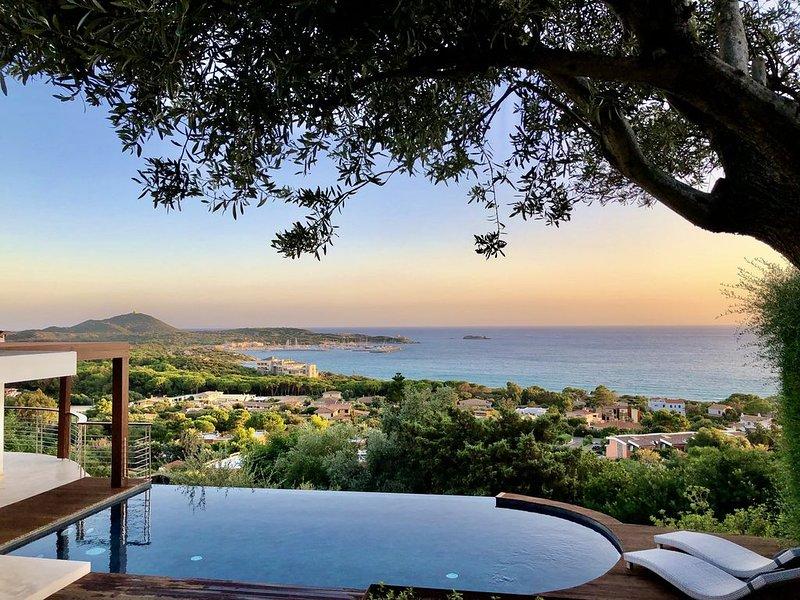 Campulongu, villa con piscina panoramica a 350 metri dal mare, vacation rental in Villasimius
