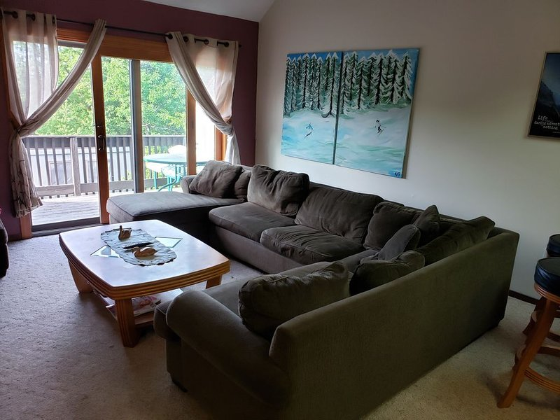 Camelback Village SKI IN/OUT!!!, holiday rental in Pocono Mountains Region