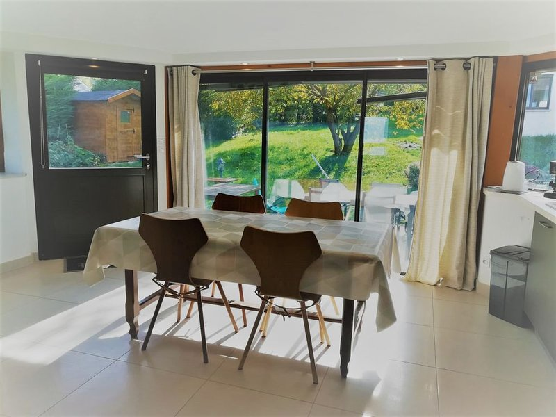 Appart 3* - 40m2 dans maison + terrasse, holiday rental in Evian-les-Bains