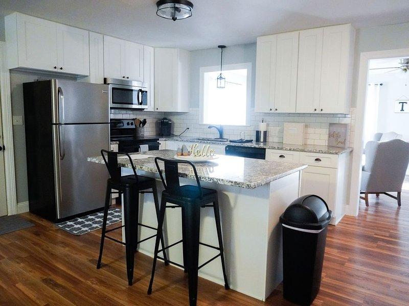 Ozarks Modern Charm-4 Bedroom Less than 1 mile to Bass Pro, alquiler de vacaciones en Springfield