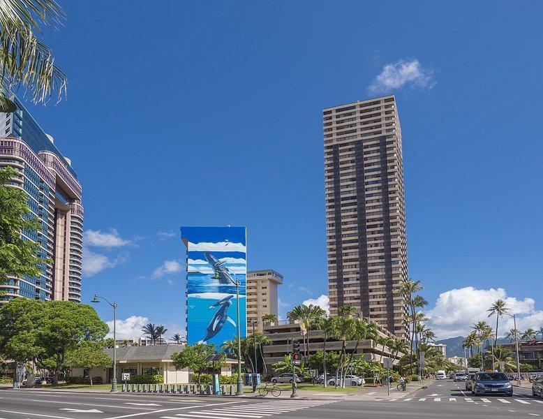 2 blocks from Convention center and Hilton Hawaiian lagoon