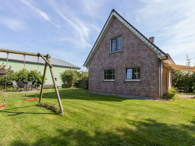 Graceful Holiday Home in Vrouwenpolder with Garden, casa vacanza a Vrouwenpolder