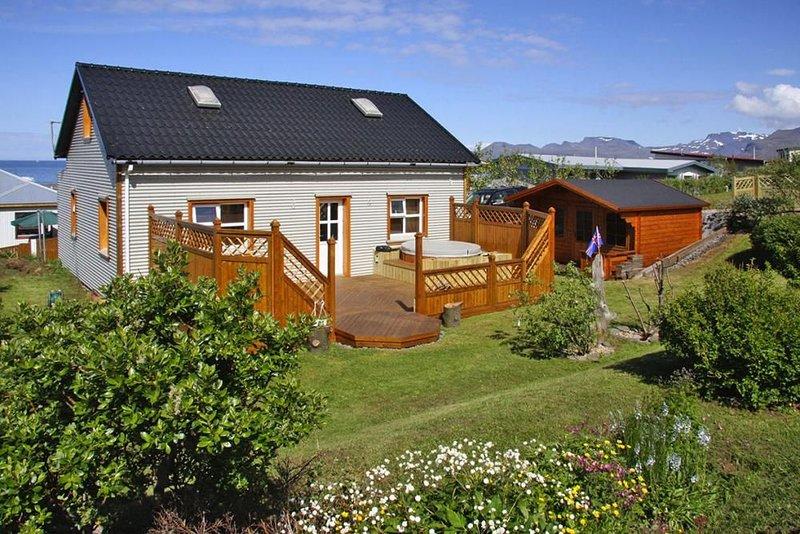 Ferienhaus, Òlafsvik, holiday rental in Hellnar