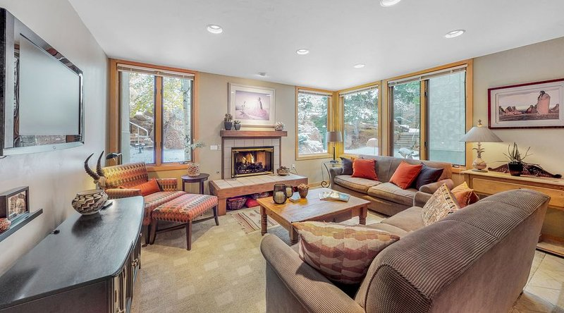 Last Minute Deal! Tamarack Condo ~ Downtown Snowmass!, vacation rental in Snowmass Village