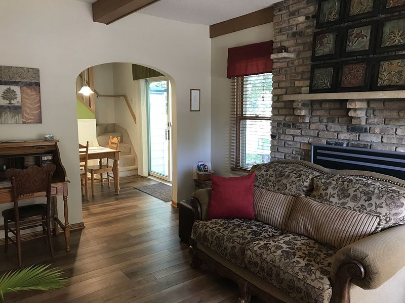 Century Cottage-PERFECT for Mayo & downtown visitors!, location de vacances à Rochester