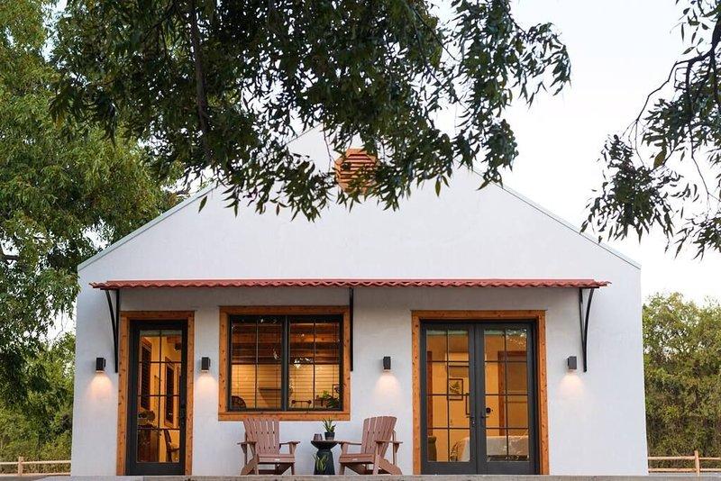 Little Dutch Cabin #3 - 12 min to Magnolia-Baylor, alquiler vacacional en Waco