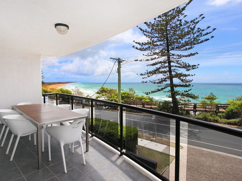 Spectacular Beachfront Apartment, vacation rental in Coolum Beach