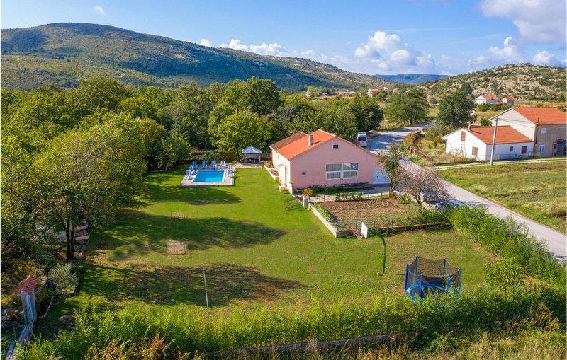 3 Zimmer Unterkunft in Neoric, casa vacanza a Hrvace