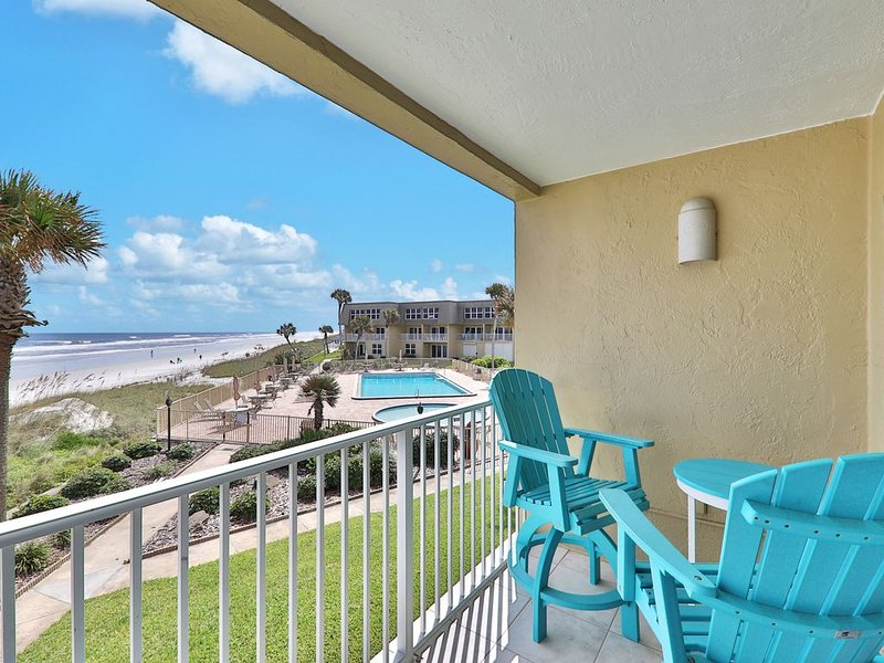 Waterfront St. Augustine condo w/ beach access, shared pool, & hot tub, location de vacances à Crescent Beach