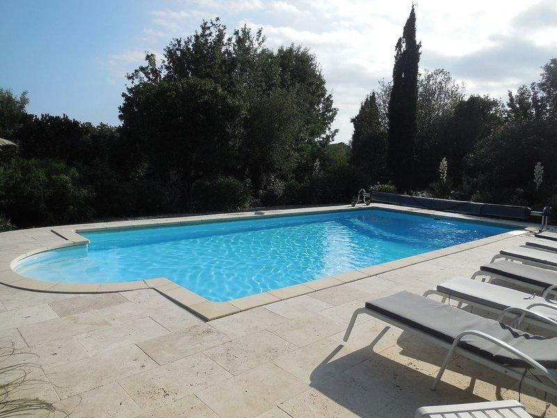 Grimaud bord de mer, villa 8 personnes avec piscine chauffée ., holiday rental in Grimaud