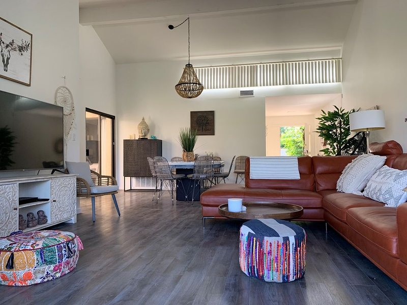 Desert escape...golf, tennis, pickleball & pools open, holiday rental in Rancho Mirage