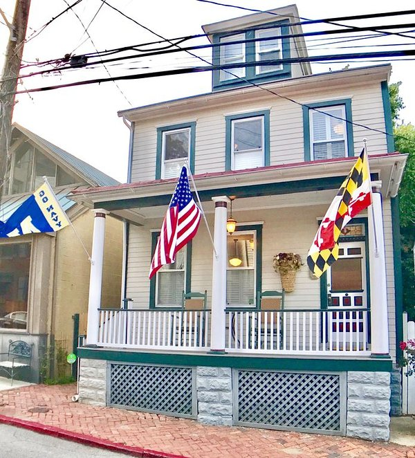 Stately Historic Colonial in the heart of Downtown Annapolis
