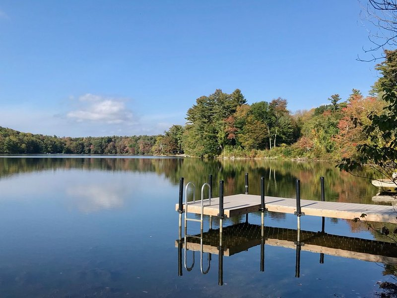Premier Waterfront Home!, holiday rental in Copake Falls