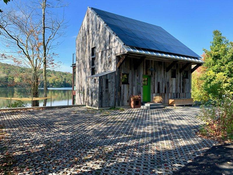 Firefly Green, con certificación LEED. Capacidad para 8 personas con acceso directo a Prospect Lake