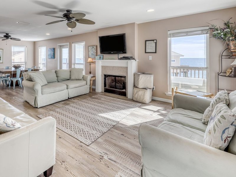 Dog-friendly home w/beach access & amazing views from decks & porch, holiday rental in Coden