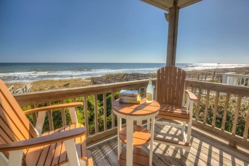 Spacious Oceanfront House, Dog Friendly, Ocean Front, Private Beach Access!, vacation rental in Kure Beach