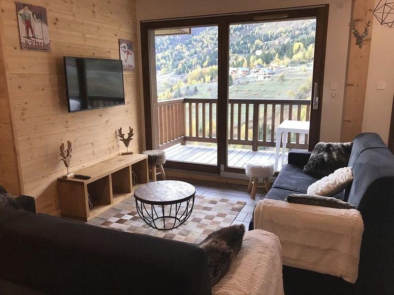 Appartement neuf Ski aux pieds 8  personnes, location de vacances à Saint-Etienne-de-Cuines