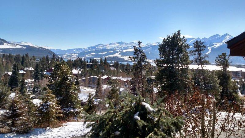 Mountains & Lake Views - 3br/3ba 1600 sf, Garage, Hot Tubs Town Home, vacation rental in Dillon