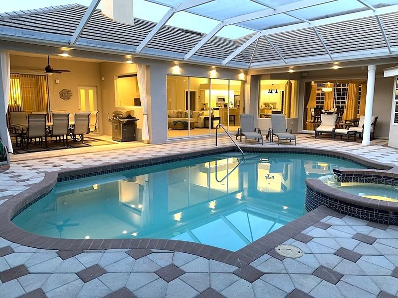 Brand new DREAM HOUSE with Heated Pool & Spa, 27-Holes Golf Course, holiday rental in Braden River